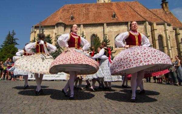 Weekend plin la Zilele Culturale Maghiare. Concerte, expoziții și un spectacol folcloric vor anima orașul