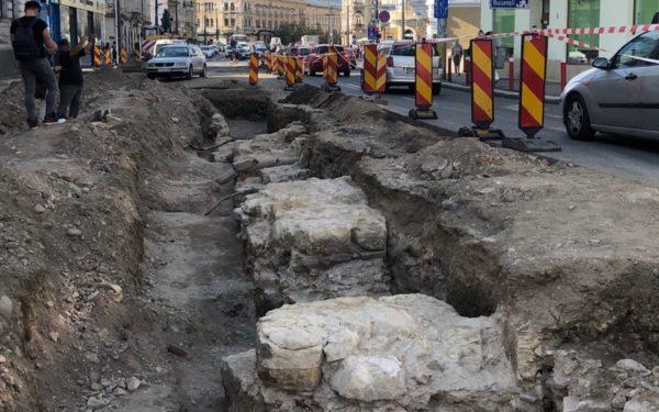 FOTO   O poartă de intrare în Clujul medieval a fost descoperită de arheologi pe strada Regele Ferdinand