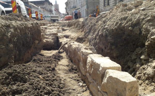 FOTO | Noi vestigii descoperite pe strada Regele Ferdinand. Arheologii au scos la lumină inclusiv obiecte de mobilier