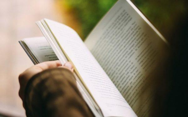Cărți cu reducere, spectacol de teatru și transport gratuit pentru cei care citesc. Începe Bookfest 2019