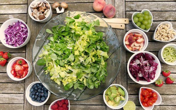 AUDIO | Noile trenduri în alimentație. Dieta vegană sau raw vegană și renunțarea la lapte