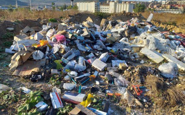 FOTO | Amenzi de peste 900.000 de lei pentru depozitarea ilegală a deșeurilor