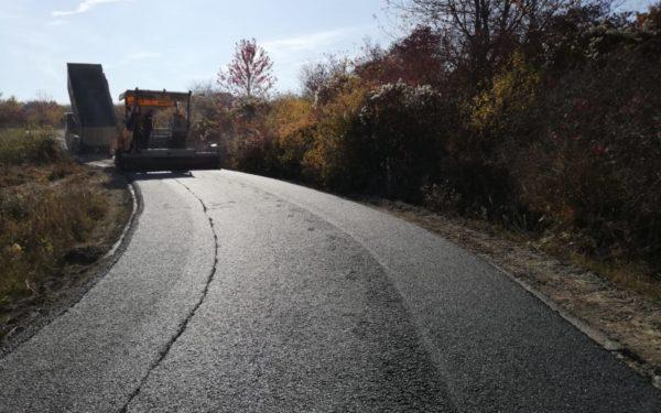 FOTO | S-a asfaltat sectorul de drum dintre Podeni și limita cu județul Alba