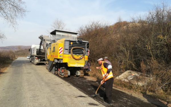 FOTO | Peste 20 de kilometri din drumul Vultureni – Dealul Jurcii vor fi reabilitați