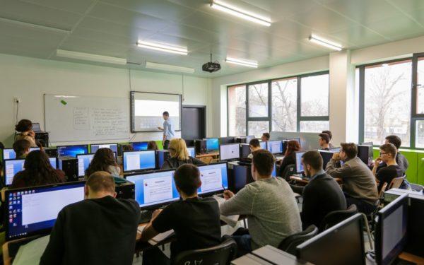 Elevii din Cluj-Napoca vor primi burse în valoare de peste 1,5 milioane de lei