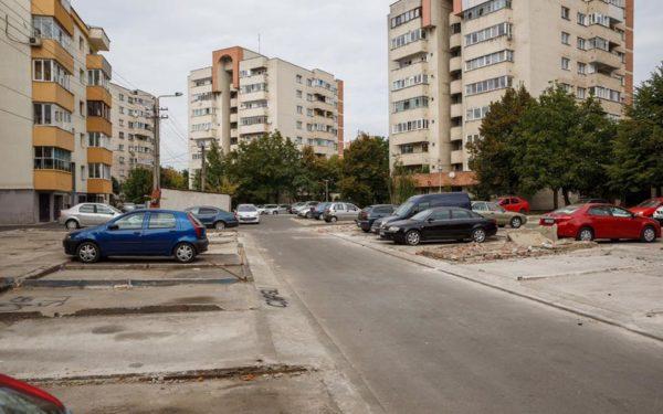 VIDEO | Primăria a început amenajarea locurilor de parcare după demolarea garajelor din Gheorgheni