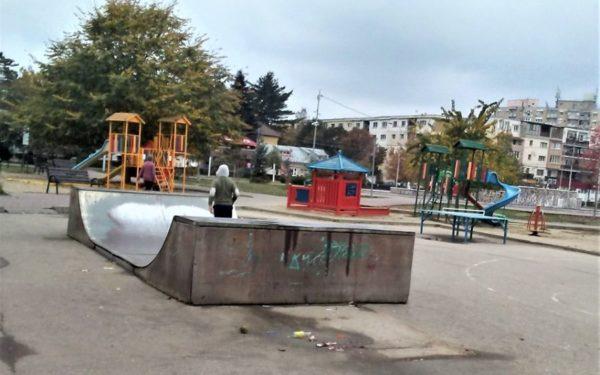 FOTO   Rampele skaterilor din Turda vor fi recondiționate și mutate din Parcul Tei