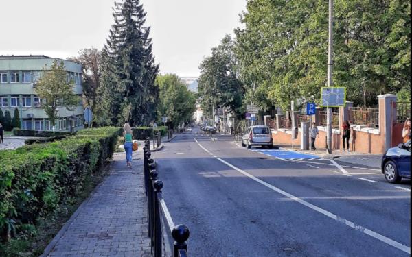 Se desființează o parte din parcările de pe strada Republicii. Câte locuri vor dispărea