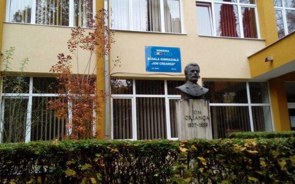 """Iluminat ecologic la școala """"Ion Creangă"""", unde învață peste 1.000 de elevi"""