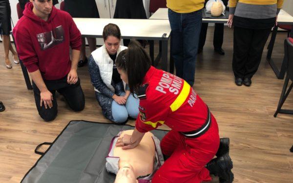 Elevii clujeni învață să salveze vieți. Programul pilot se extinde în zece școli din oraș