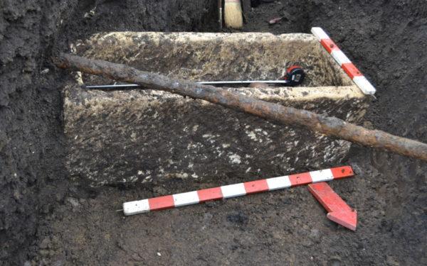 FOTO | Două sarcofage romane, dintre care unul este aproape intact, au fost descoperite la Turda