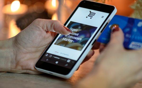 Românii au preferat să cumpere mai mult de pe mobil decât de pe desktop de Black Friday