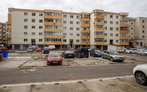 """Demolarea garajelor de tablă din Gheorgheni a adus aproape 100 de noi locuri de parcare. Tarcea: """"Mulți aveau depozitate diverse alte lucruri, nu mașini"""""""