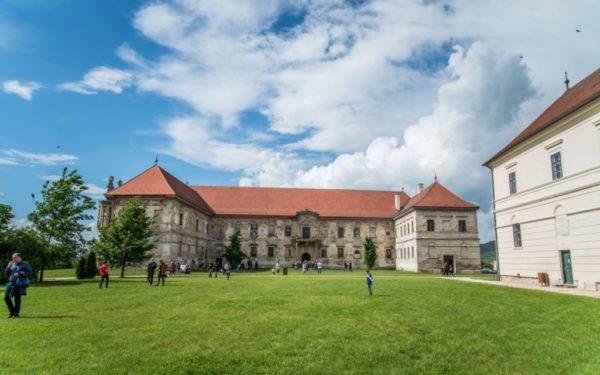 Proiect inedit în România. Atelier de recondiționat mobilă la Castelul Bánffy de la Bonțida
