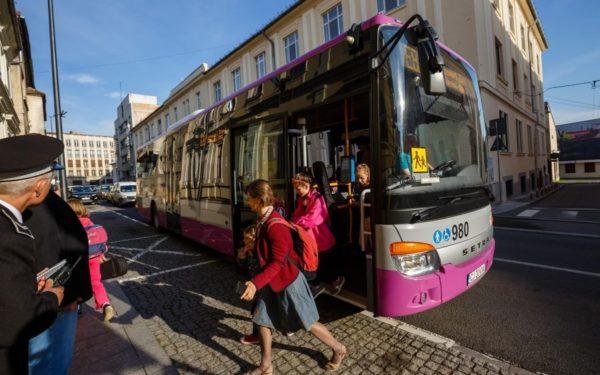 Zece noi microbuze școlare vor circula în Cluj-Napoca