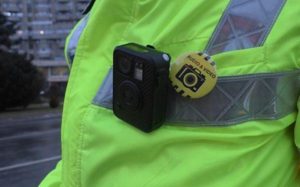 Începând din această lună, polițiștii folosesc sistemele audio-video. Body-cam-uri au primit și oamenii legii din Dej și Huedin