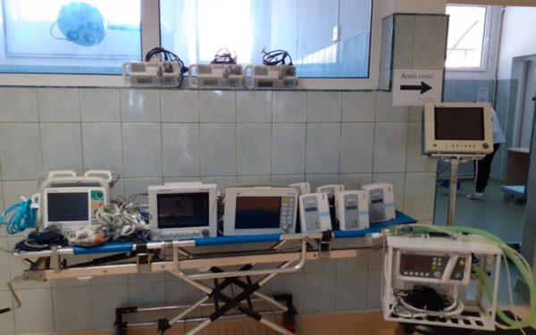 FOTO | USAMV Cluj a pus la dispoziția Spitalul Clinic de Recuperare 12 aparate pentru secția ATI