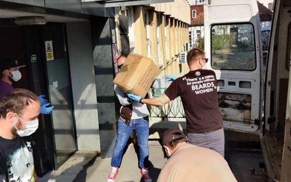 FOTO | Alături de personalul medical! Donațiile clujenilor și firmelor din oraș, transformate în măști, mănuși, halate și dezinfectanți