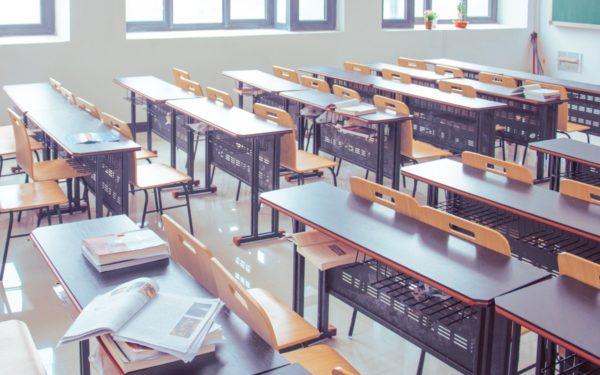 Peste 99.000 de elevi și preșcolari din județul Cluj trebuie să stea, începând de astăzi, acasă