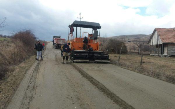 FOTO | S-au reluat lucrările la drumul Săndulești – Cheile Turzii