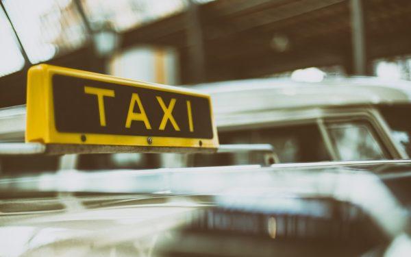 """Cum """"lovește"""" coronavirusul în taximetrie și imobiliare: """"După HoReCa, transportul de persoane e cel mai afectat!"""""""