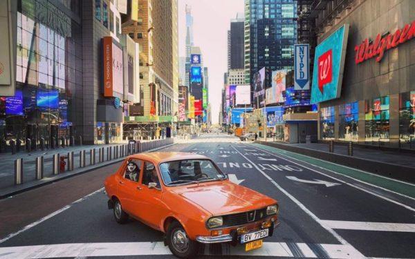 FOTO | Cu Dacia printr-un New York pustiu