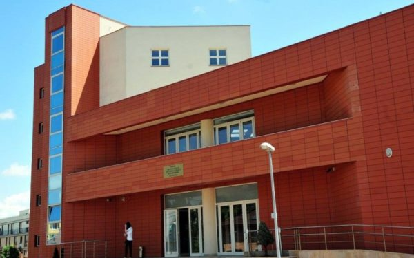 Simularea examenului de admitere la UMF Cluj se va desfăşura online. S-au înscris peste 1.600 de elevi