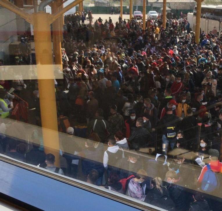 UPDATE: AUDIO | Aglomerație în pandemie pe Aeroportul Cluj. 1.800 ...