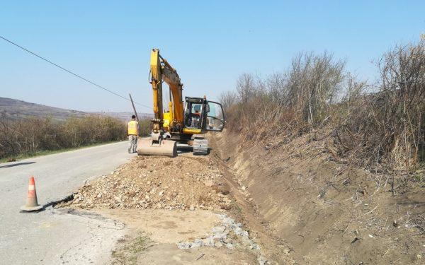 FOTO | Lucrările de modernizare a drumurilor din județ au fost reluate. Peste 10 kilometri din șoseaua Iclod – Aluniș intră în reparații