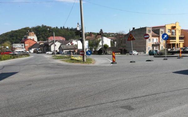 FOTO | Continuă lucrările de reabilitare a unor străzi din Dej. Restricții de circulație pe strada I.P. Reteganu