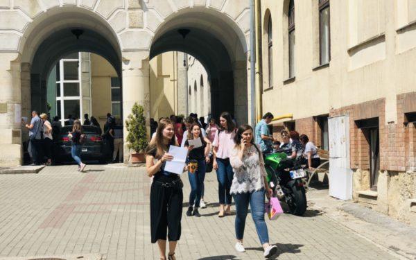 UMF Cluj a trecut de aproape 2 luni la cursuri online, dar va menține admiterea în format clasic