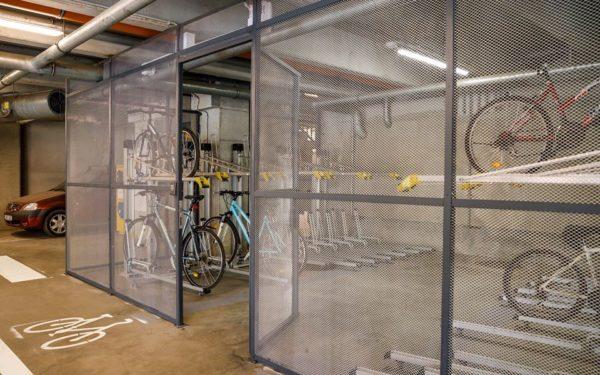 FOTO &VIDEO | Parcări sigure pentru biciclete la Cluj. Cum funcționează sistemul