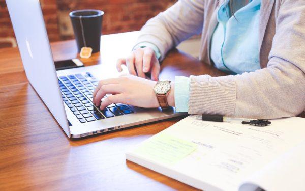 """IT-ul clujean amână întoarcerea """"la sediu"""". Director de cluster: Companiile mari nu vor grăbi angajații să revină la birou"""