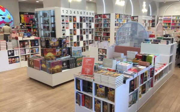 """AUDIO S-a redeschis o primă librărie la Cluj. Editor: """"Librăriile clasice și vânzările online vor merge în paralel și după pandemie"""""""