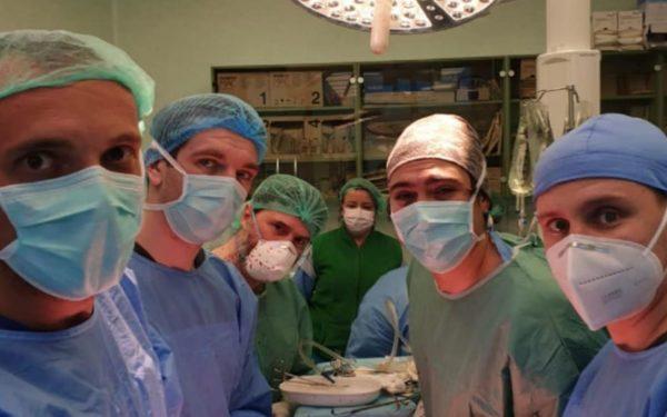 Transplant în timpul pandemiei. Un pacient aflat în moarte cerebrală la Cluj a salvat trei vieți și a redat vederea pentru alți doi oameni