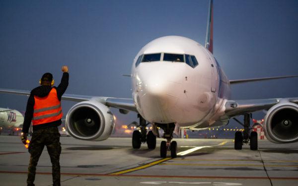 """Aviația civilă din România, """"în dezavantaj"""" pentru că nu se deschide traficul către cât mai multe țări"""