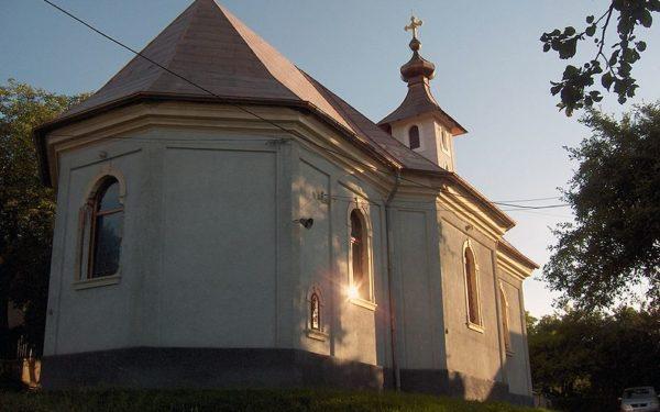 Sus în deal e… o biserică. Povestea primului lăcaș de cult românesc de la porțile Clujului, locul unde s-a căsătorit Lucian Blaga