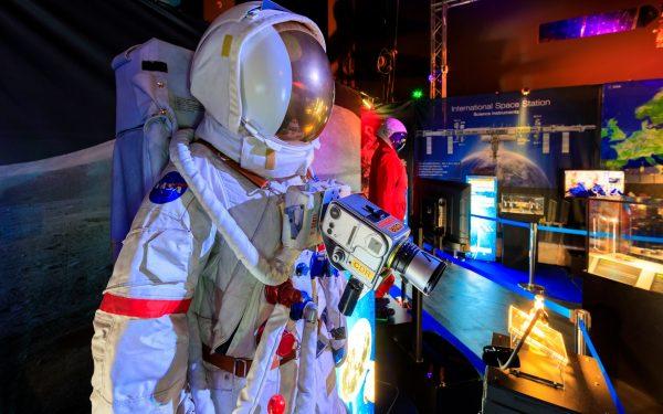 FOTO | Călătorie unică prin istoria explorării spațiului. Vor fi aduse la Cluj simulatoare de zbor în cosmos, dar și simulatorul de aterizare al Space Shuttle