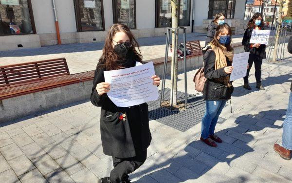 """Reportaj AUDIO / FOTO / VIDEO Manifestație feministă la Cluj, de 8 martie: """"Iubim dacă vrem, nu suntem datoare!"""""""